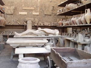 Plaster cast and amphora Pompeii 1
