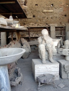 Plaster cast and amphora Pompeii  2
